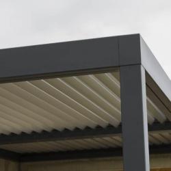 Pergola Bioclimatique structure acier à lames orientables