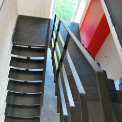 Reportage : escalier et marche acier