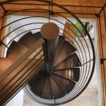 Escalier colimaçon métal marches insonorisées by FAS