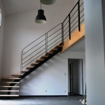 Escalier métal, marche bois, rampe et garde-corps acier by FAS Toulouse